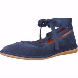 NEW Frye Helena Ankle Tie Flat Navy Size 5.5